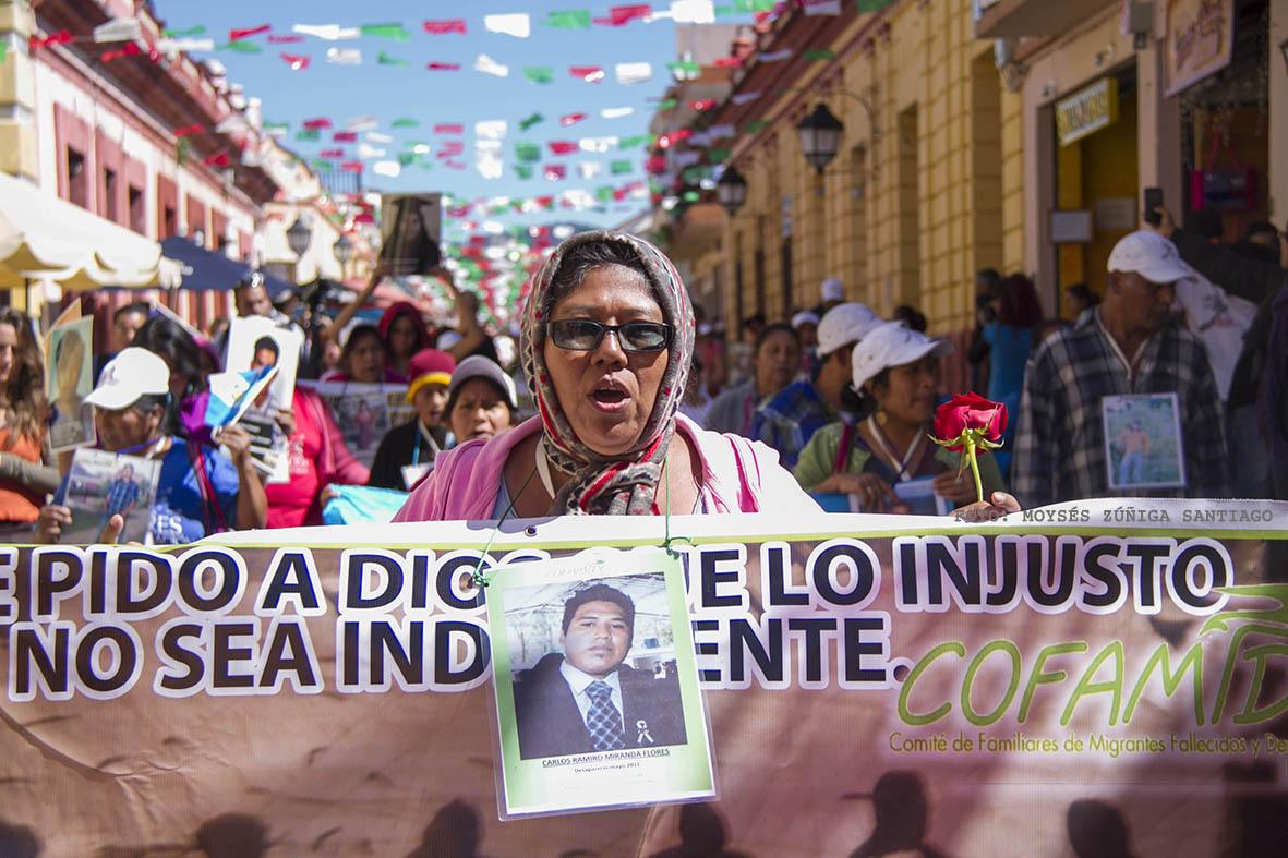 """Madre che cercano i figli in Messico La caravana de madres de migrantes centroamericanos desaparecidos en su transito por mexico """"Puentes de Esperanza"""" realizaron un mitin informativo y una marcha en esta ciudad antes de continuar su viaje hacia la frontera sur en Tapachula. Foto: Moyses Zuniga Santiago."""