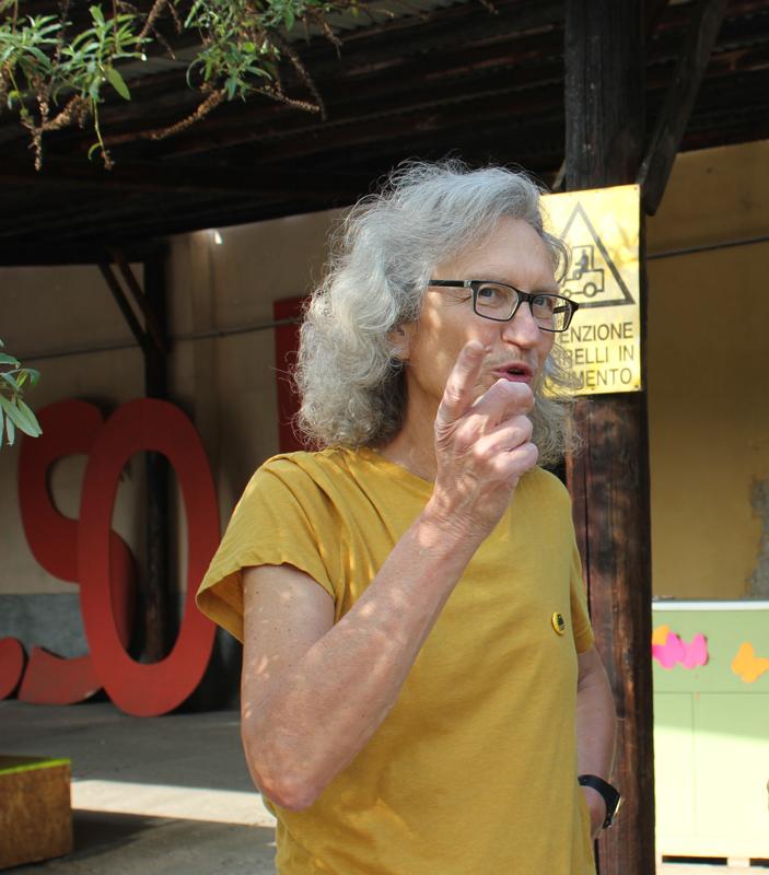 Bert Theis parla dentro Isola Pepe Verde